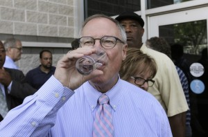 toledo mayo lifts ban while drinking water